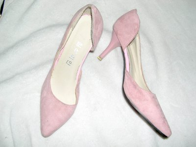 @╮全面淨空大特賣╭@五十一元亂亂標~~粉色時尚別緻中跟鞋