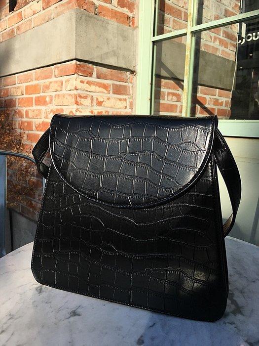 正韓【Meet Shop】Dec-01 仿鱷魚皮革紋路質感梯形包 手提側背兩用 黑色 現貨