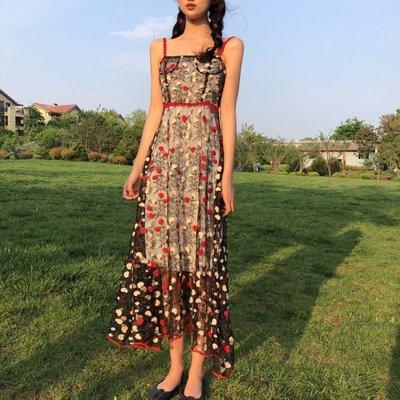 時尚女裙  夏季新款復古港風刺繡花朵顯瘦氣質吊帶裙子碎花高腰連衣裙女