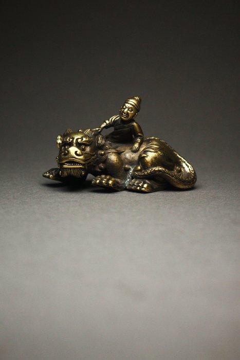 悅年堂 --- 銅鎏金 胡人戲獅 文鎮 鎮尺