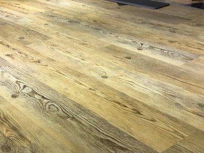 RADY FLOOR品牌~超耐磨導角木紋塑膠地板每坪2400元起**時尚塑膠地板賴桑**