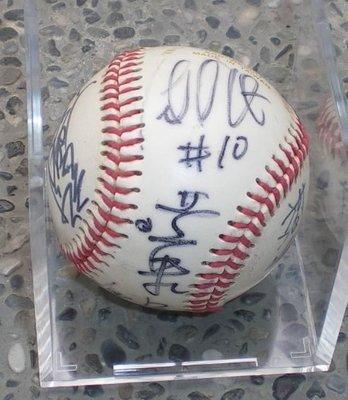 棒球天地--賣場唯一台灣大聯盟路易士.洪一中.許銘傑.呂明賜.等人合簽球..品項良好