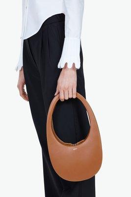 【折扣預購】20秋冬 巴黎設計師品牌COPERNI Swipe Bag焦糖色皮革 蛋殼包 鵝蛋包 手提包 肩背包