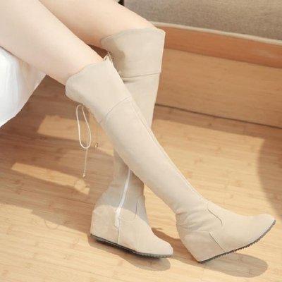 哆啦本鋪 長筒膝上女靴白色加絨長靴磨砂絨面靴內增高平底高筒靴彈力大小碼 D655