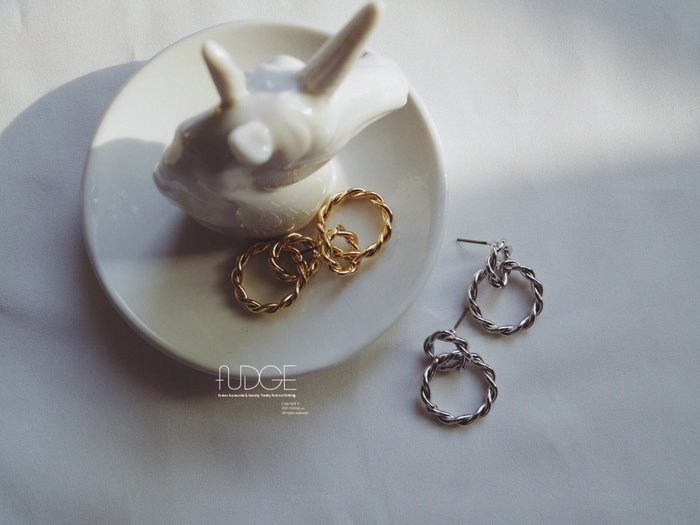 FUDGE法橘 / 正韓 TWIST金屬雙圈垂墜耳環/LE190110
