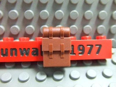 【積木1977-道具】Lego樂高-全新-紅棕色背包/官兵背包 (Reddish Brown)(U-14)