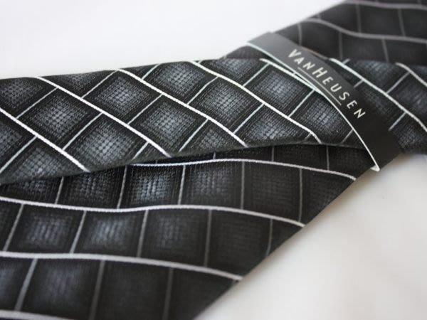 【VANHEUSEN】100%全新正品 格紋領帶-黑色系【窄版7cm】*領帶兩條95折三條9折*NEW VA08