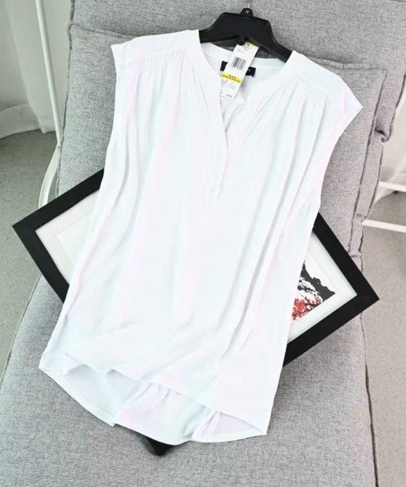 國外品牌INC V領上衣Size:L