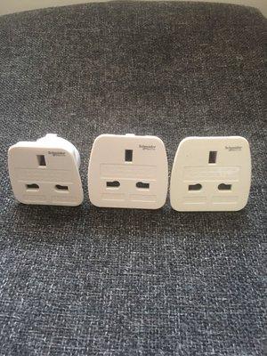 3個「Schneider」electric 電源變插頭(可變隻腳或八字腳)
