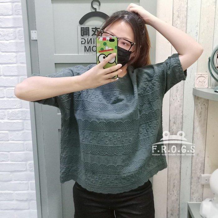 F.R.O.G.S T00122(全新)現貨特價-清新日系寬鬆墨綠色刺繡素色低調棉麻衣透氣罩衫休閒衣雪紡衣T恤棉衣