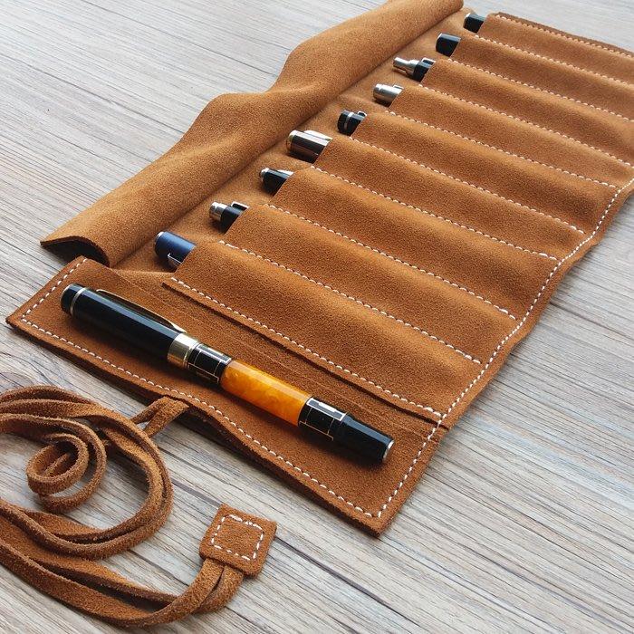[包妳喜歡]真皮大容量卷筆簾簡約多功能牛皮鋼筆保護套創意復古收納筆袋009
