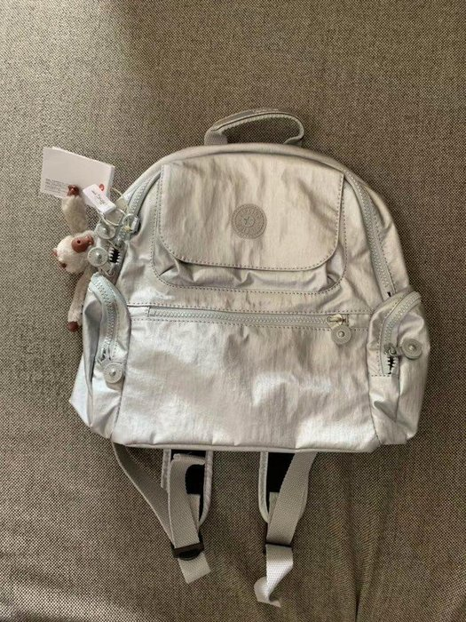 凱莉代購 Kipling 猴子包 BP4047 銀白 拉鍊多夾層輕量雙肩後背包 兩側拉鍊袋 防水 小款 限量 預購