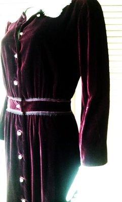 大降價!全新吊牌Dolce & Gabbana 秀上款勃根地紅酒紅絲絨珍珠白色蕾絲飾領開襟式長袖洋裝