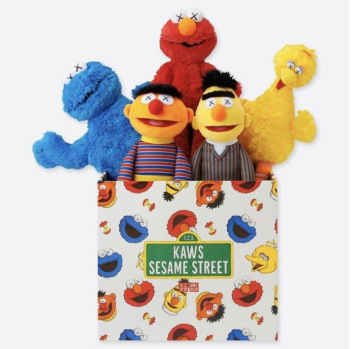 晴晴珍藏區&療癒網拍場—KAWS x UNIQLO x Sesame Street 芝麻街 玩偶全套收藏組 約49cm 含盒子販售 現貨500盒 門市搶購 真品