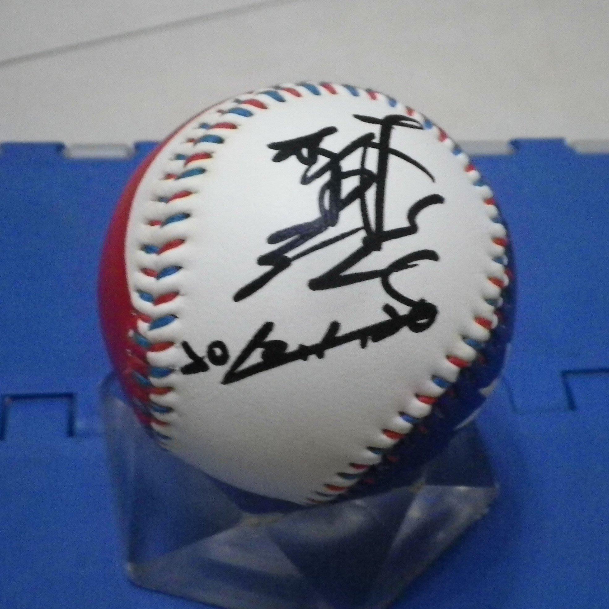 棒球天地--超級絕版--林恩宇 加簽2010-01-20 簽名新版國旗浮雕球.字跡漂亮..