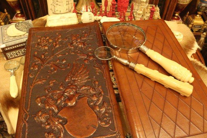 【家與收藏】稀有珍藏歐洲古董英國維多利亞時期精緻優雅手工皮製浮雕銅釦古董老相本2