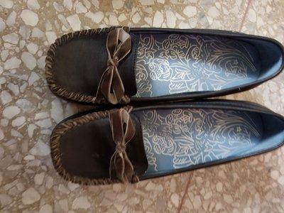 黑色典雅跟鞋