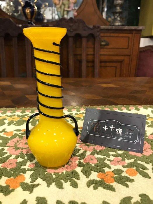 【卡卡頌 歐洲跳蚤市場/歐洲古董】※活動特價※義大利老件_手工 艷黃黑螺旋環繞 花瓶 花器 裝飾 擺飾 g0496✬