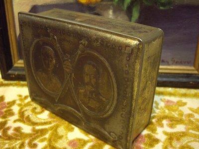 歐洲古物時尚雜貨 雕刻藝術 老英國 鐵盒 人物雕刻  古董收藏 擺飾品