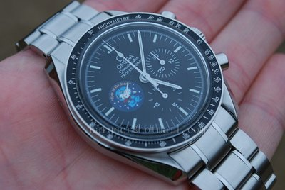 Omega Speedmaster SNOOPY SPECIAL Watch (2)