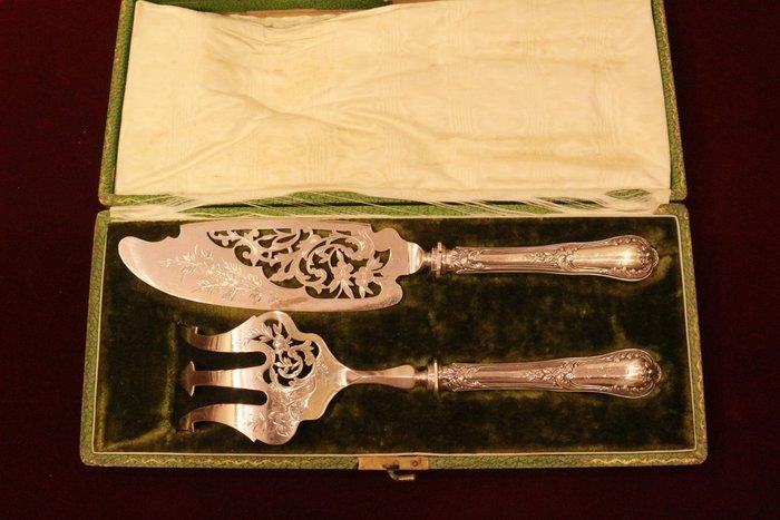 【家與收藏】特價極品稀有珍藏歐洲百年古董法國19世紀皇家貴族手工精緻華麗純銀鏤空細緻雕花蛋糕刀叉2件組(珍貴原件盒裝)