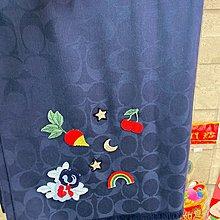 COACH F26952 DENIM SOUVENIR PATCH SIGNATURE WRAP 寶石藍刺繡大披肩