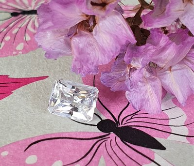 揚邵一品(附國際證)1.04克拉天然無燒白色藍寶石~整顆火光璀璨奪目、白璨透亮,近全美、切割優 優良品項 收藏鑲嵌都美