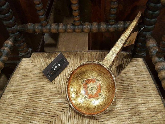 【卡卡頌 歐洲跳蚤市場/歐洲古董】歐洲老件_義大利 手工彩繪 金橘色 木雕匙 擺飾 家飾 w0126✬
