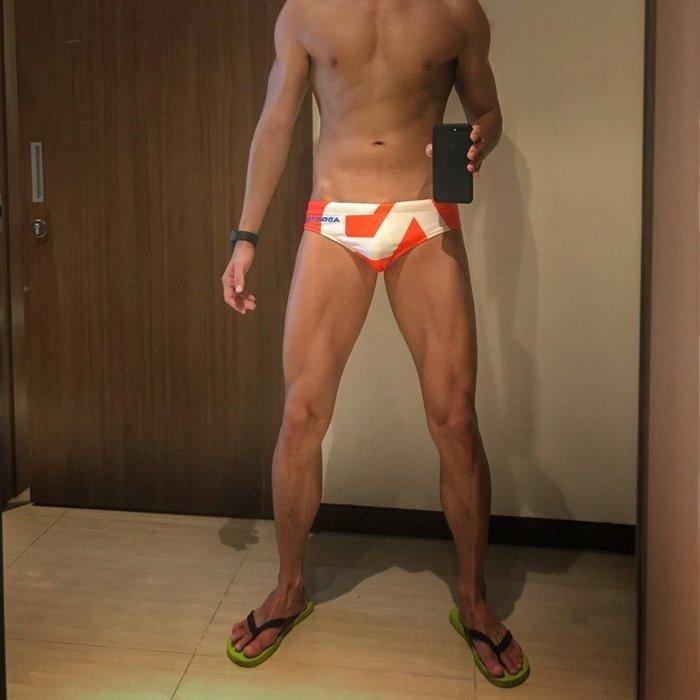 男性感低腰三角游泳褲 經典AD品牌設計泳褲鮮豔配色且排水性佳 品質很好~黑/白/桔/藍共6色~M/L/XL