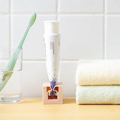 洗面乳擠壓器 現貨 牙膏擠壓器 牙膏架 多功能 化妝品擠壓器 牙刷 牙膏 浴室置物架 浴室收納