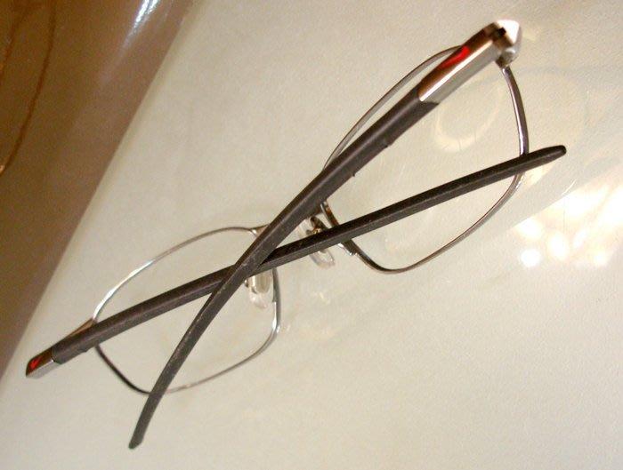 (Flexon款)美國NIKE 男性銀色細框+流線型架 度數片太陽片兩用鏡架(絕版真品)13.8 x 3 cm