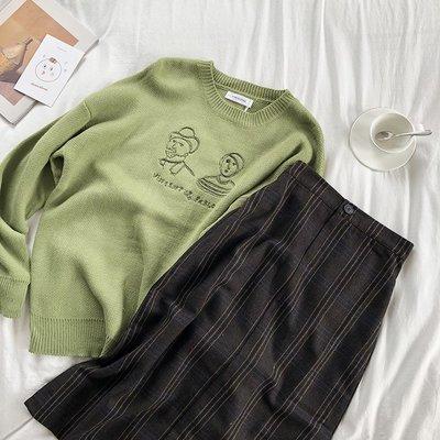 半身裙 針織裙推薦可愛復古人像刺繡綠色毛衣+松緊腰中長款百搭開叉半身裙