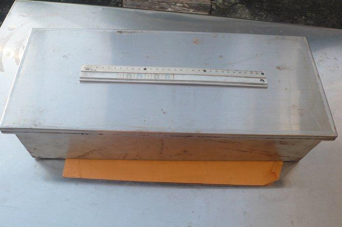 紫色小館89-------早期手工白鐵盒