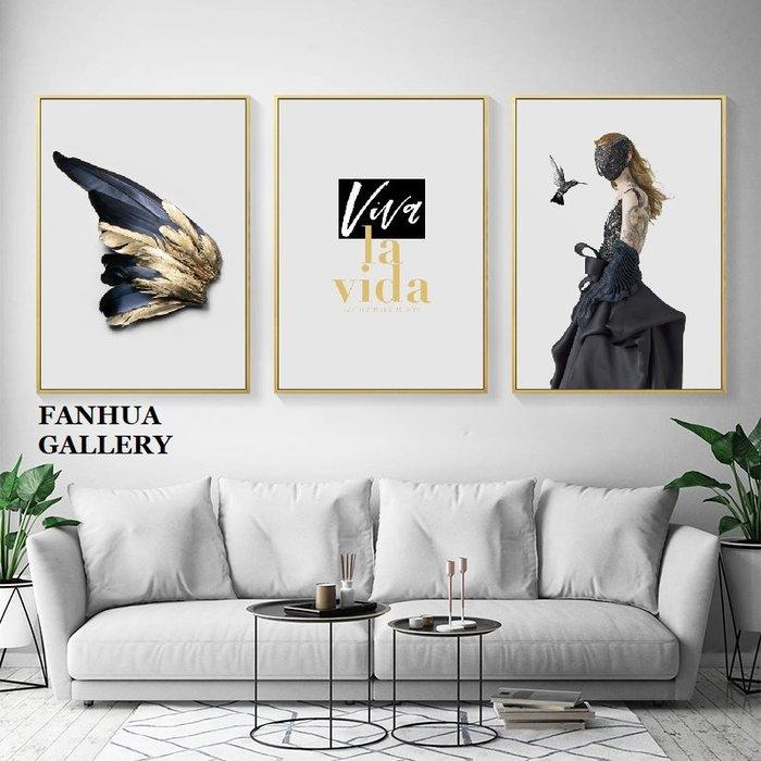C - R - A - Z - Y - T - O - W - N 羽毛人物英文藝術掛畫北歐輕奢裝飾畫客廳現代簡約時尚空間設計樣品屋版畫三聯畫房間床頭掛畫