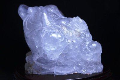 一白水晶一寬15長12高11.6公分一重2159公克.