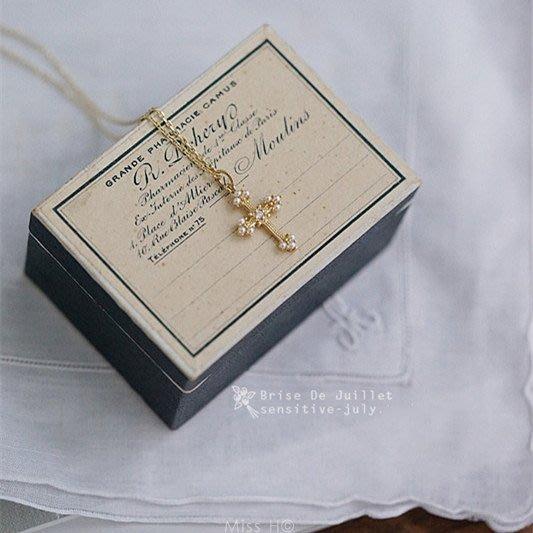 FJ71-法式手工輕珠寶-費加洛婚禮。微鑲仿珍珠 雕刻精緻十字架項鍊 銀鍍金va agete tasaki