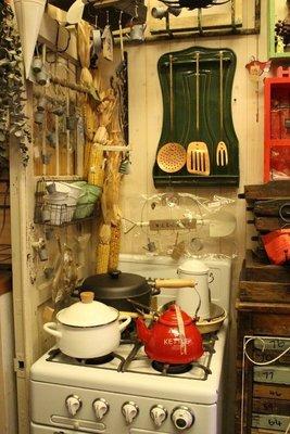 ZAKKA糖果臘腸鄉村雜貨坊     懷舊古物類...古董琺瑯壁架.餐具架.吊架.掛架(廚房用品攝影道具會場佈置咖啡廳)