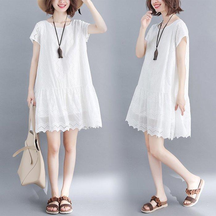 兩色-寬鬆蕾絲鏤刺繡短袖娃娃裝連身洋裝 小中大尺碼