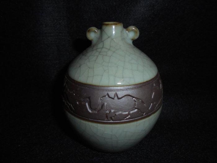 【龍泉青瓷研究所】八十年代 六馬刻繪 小如意瓶