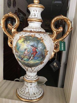 人物花瓶-義大利瓷器,因為有人物才有故事的,當時的那一畫面,人已經成為最美的風景!