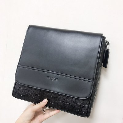 【Woodbury Outlet Coach 旗艦館】COACH 73340 壓C紋飛行員包 斜跨包美國代購100%正品