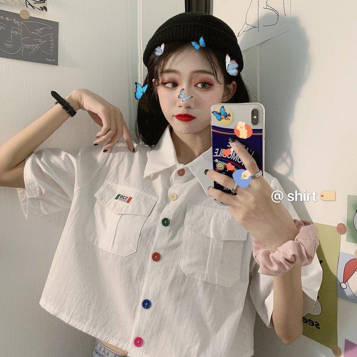 小香風 短袖T恤 時尚穿搭 ins超火小心機襯衫女夏 韓版 設計感小眾糖果色紐扣短款襯衣