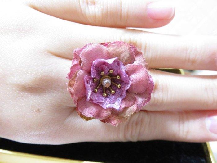 純手作 ~~可調式白K色戒指~~紫娟花~~♡TUNG手作卡片、飾品♡~~