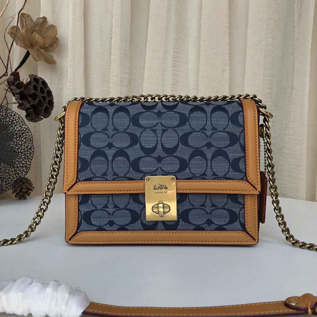 1220:) 美國正品代購?熱銷中 COACH 3693 HUTTON 新款丹寧系列信封包 側背包