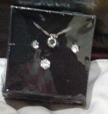 全新飾品組合有項鍊耳環ㄧ對戒指適合求婚送給心愛的人