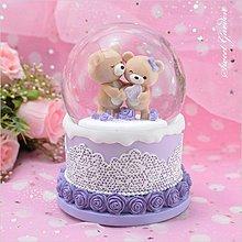 音樂青蛙, JARLL 小熊情侶音樂水晶球 紫色蛋糕底座 玫瑰蕾絲圖案 精緻可愛 亮片自噴 旋轉 情人禮物