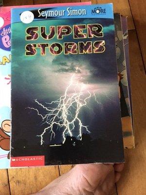 二手英文科學童書 super storms seymore simon 102