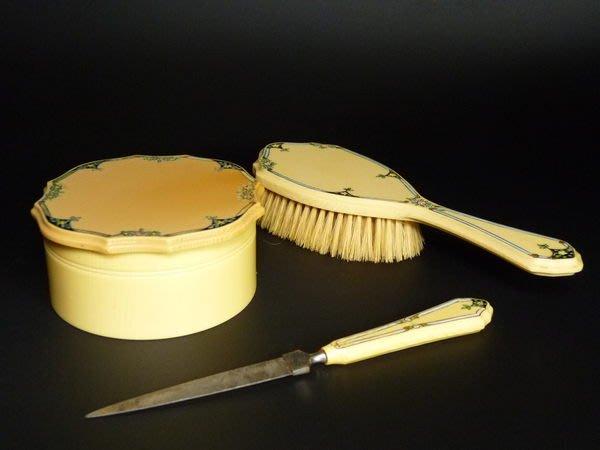 花見小路595 ..19世紀 歐洲貴婦用 粉餅盒 指甲磨刀 髮梳子 powder case .hair comb .nail file