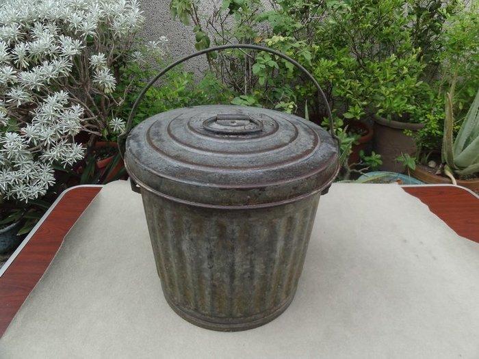 **黑熊古玩藝品**美軍1953年罕見規格古董垃圾桶