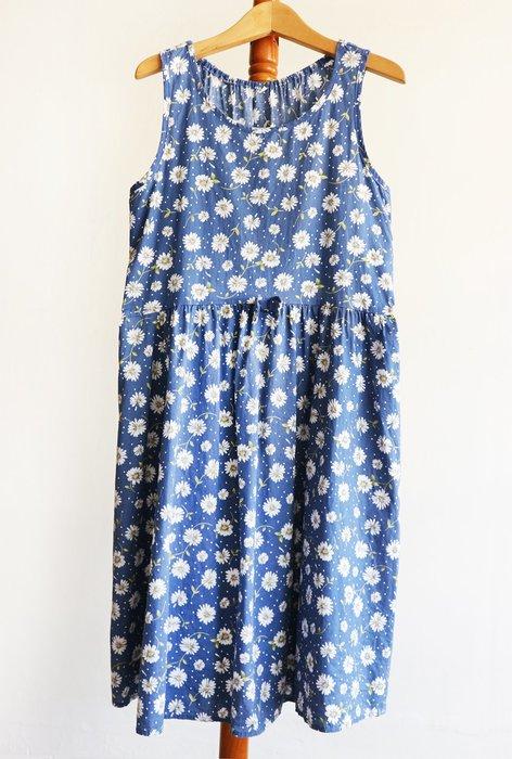 日本-藍底白花朵無袖洋裝-c箱c5【古著感-復古-女孩有福-女孩別哭】【290含郵】